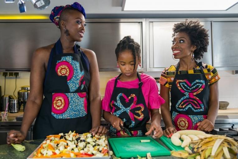 in_cooking_back_to_our_roots_interviewt_vivian_acquah_bekende_nederlanders_waaronder_minchenu_maduro
